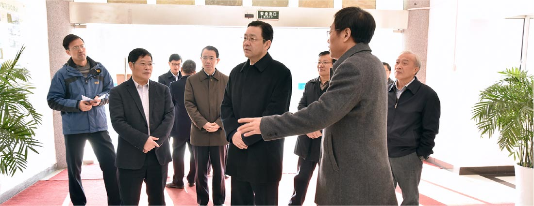 2016年12月1日省委常委、副省长杨岳莅临国药中心考察指导